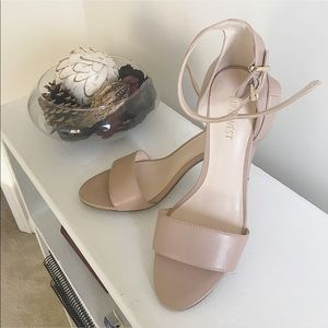 EUC Nine West Nude Heels